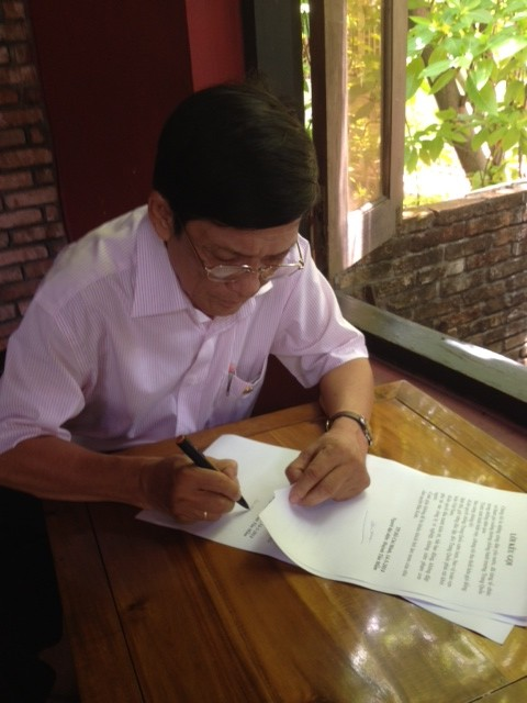 Ông Huỳnh Tấn Mẫm ký Lời kêu gọi