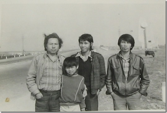 Từ trái sang, Bùi Minh Quốc (1) Tiêu Dao Bảo Cự (3) khi ra đến Hà Nội