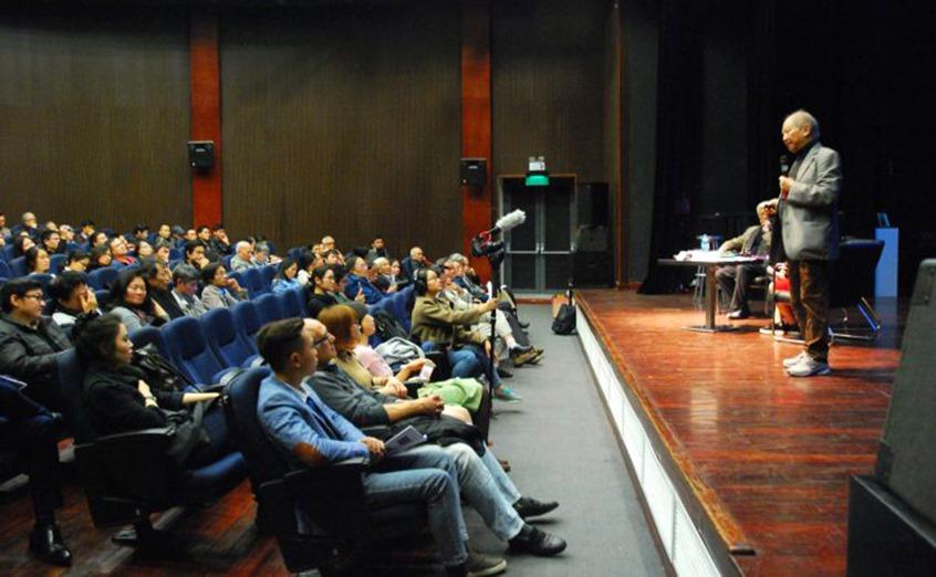 Nhà giáo Phạm Toàn chủ trì cuộc hội thảo